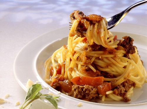 Spaghetti with Ground Meat and Bell Pepper Sauce