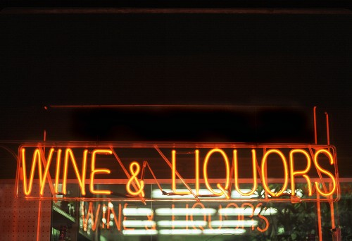 Neon sign: Wine & Liquors (America)