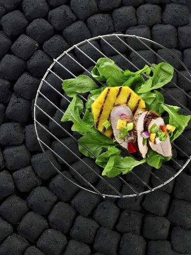 Grilled pork fillet with pineapple