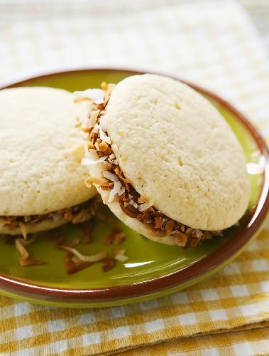 Alfajores (Sandwich Cookies mit Karamell und Kokos, Argentinien)