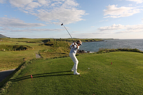 Golf player at Nefyn Golf Course playing the 16. hole, Nefyn at the Llyn peninsula, North Wales, Great Britain, Europe