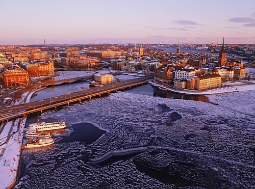 Luftaufnahme von der Altstadt und Riddarholmen im Winter, Stockholm, Schweden, Europa