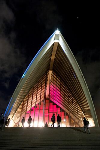 Das beleuchtete Opernaus während des Vivid Festivals, Sydney, New South Wales, Australien