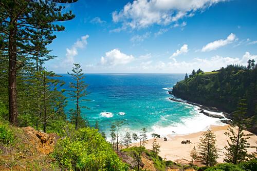 Blick auf die Anson Bay an der Westküste von Norfolk Island, Australien