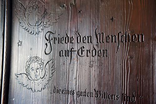 Inschrift, Stille Nacht, Museum, Kapelle,  katholisches Brauchtum, Weihnachtszeit, christliches Brauchtum, Oberndorf, Österreich, Europa