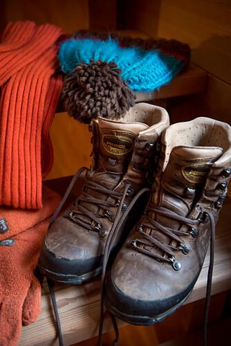 Winterstiefel, Stricksachen, winterliche Bekleidung, Winter, Innenaufnahmen, Südtirol, Italien, Alpen, Europa