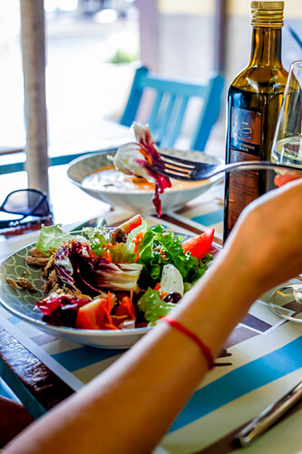 Mittagessen in 'Micky's Restaurant' in  Monterosso al Mare, Cinque Terre, Ligurien, Italien, Europa
