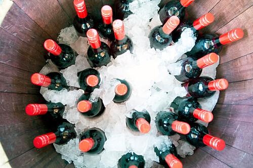 Eisgekühlter Wein auf dem Prongurup Wine Festival, Porongurup, Westaustralien, Australien