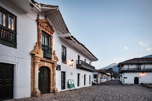 Koloniale Häuser an der Haupt Plaza in Villa de Leyva, Departamento Boyacá, Kolumbien, Südamerika