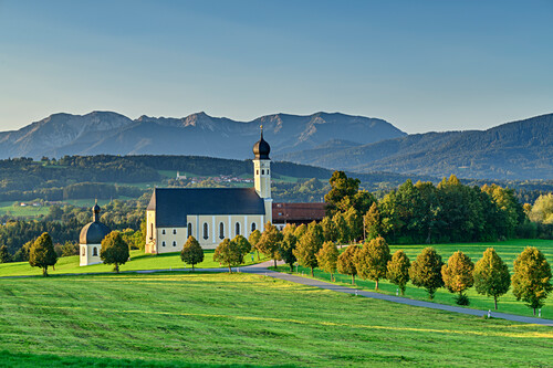 Church of wilparting with mangfall mountains in the background, Wilparting, Sunderland, Upper Bavaria, Bavaria, Germany