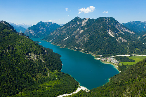 Plansee mit Blick nach Südwesten auf Soldatenköpfle und Hochjoch, Tirol, Österreich