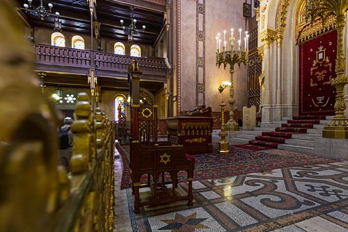 Im Inneren der Großen Synagoge in Budapest, Ungarn