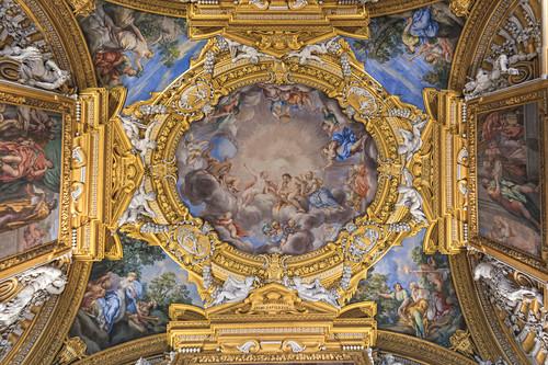 Wunderschön verzierte Decke im Palazzo Pitti in Florenz, Italien
