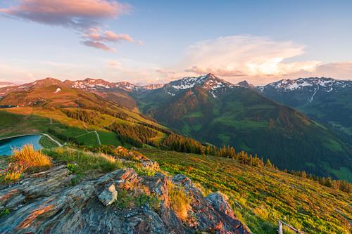 Sonnenuntergang auf dem Berg, Blick vom Schatzberg in Alpbach auf die umliegenden Berge, Tirol, Österreich