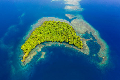 View of the islands of Kimbe Bay, New Britain, Papua New Guinea