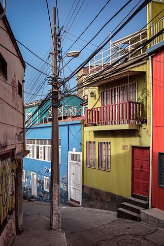 bunte Wellblech Häuser und Streetart in Valparaiso, Chile, Südamerika