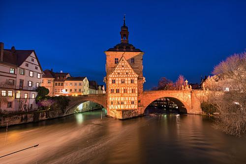Altes Rathaus in Bamberg zur Blauen Stunde, Oberfranken, Franken, Bayern, Deutschland, Europa