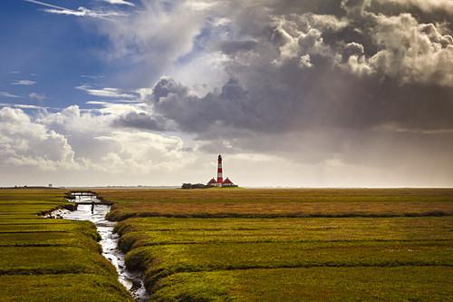 Westerhever Leuchtturm bei Gewitterstimmung, Halbinsel Eiderstedt, Nordfriesland, Schleswig-Holstein, Deutschland
