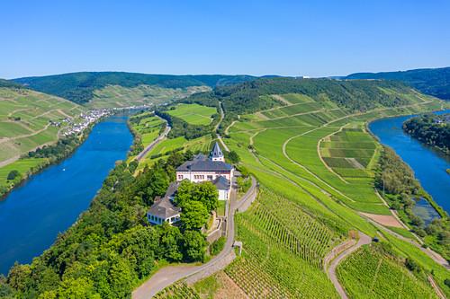 Luftaufnahme der Marienburg bei Zell, Mosel, Rheinland-Pfalz, Deutschland