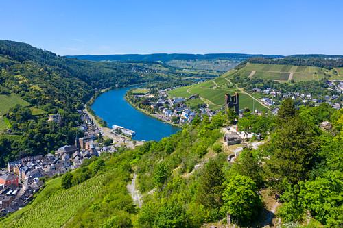 Luftaufnahme von Traben-Trarbach mit der Burgruine Grevenburg, Mosel, Rheinland-Pfalz, Deutschland
