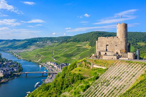 Luftaufnahme der Burg Landshut bei Bernkastel-Kues, Mosel, Rheinland-Pfalz, Deutschland