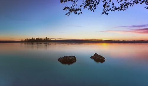 Sonnenaufgang am Starnberger See, Blick auf die Roseninsel, Bayern, Deutschland