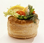 Filled pastry with lettuce and hard-boiled egg