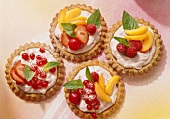 Fruit tartlet with cream