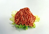 Minced beef on lettuce leaf