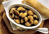 Sott'aceto di cipolle (shallots in vinegar with raisins, Italy)