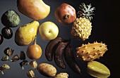 Stillleben mit verschiedenen exotischen Früchten