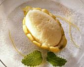 Zitronencreme in Zitronenhälfte