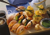 Stillleben von Fischsushi & Omelettsushi