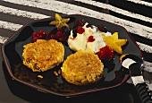 Rice raisin patties with cream