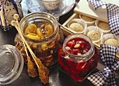 In Alkohol eingelegte Trockenfrüchte & Mandel-Kirschen