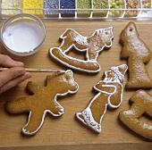 Icing gingerbread figures
