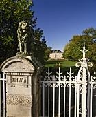 Pfeiler am Eingang zum Château Kirwan im Margaux, Bordeaux