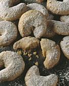 A lot of vanilla cookies (Kipferl)