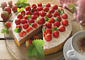 Strawberry cake (sponge with banana cream & strawberries)