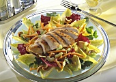 Mixed salad leaves, chicken breast, vegetables, cashew nuts