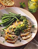 Chicken breast slices with pesto, capers and green beans