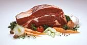 Zutaten: Rohes Suppenfleisch vom Rind und Suppengemüse