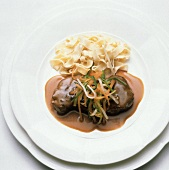 Steamed roast beef with vegetable strips & ribbon noodles