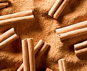 Ground Cinnamon with Cinnamon Sticks