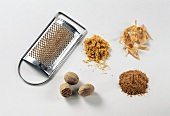 Nutmegs, grated, nutmeg powder, flower and grater