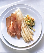 White asparagus with ham & bouillon potatoes