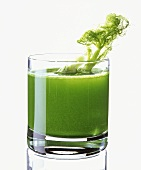 Green fennel juice in glass