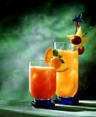 Zwei alkoholfreie Fruchtcocktails