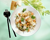 Diet dish: wholemeal spaghetti with celery & carrots