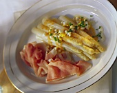 White asparagus with butter sauce, egg, chives & ham